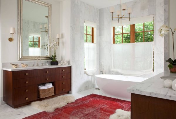 Bathroom with pendant light, rug and accessories, by Andrea Schumacher Interiors