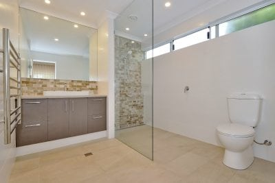 Modern Bathroom Renovation in Noranda
